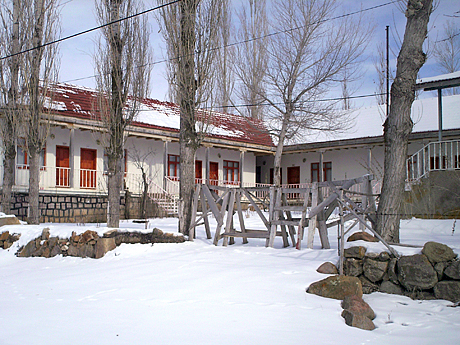 Winters on the plateau tend to feature heavy snowfall that can accumulate up to several meters.